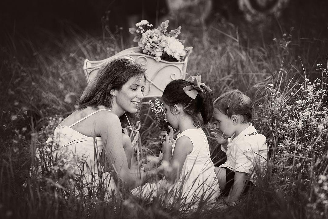Fotografía-familias-lifestyle-exteriores-blanco-ynegro.