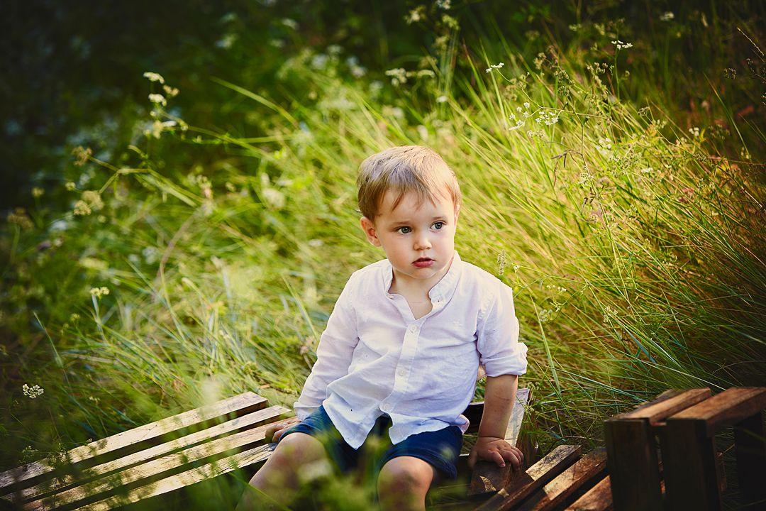 Book-fotos-lifestyle-niño-sentado.