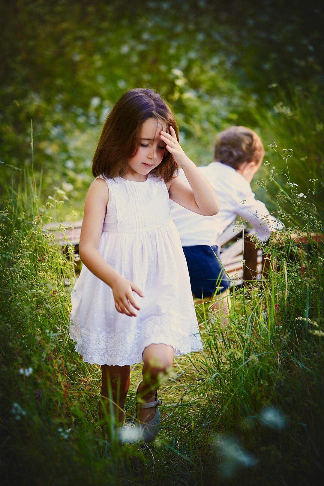Reportaje-en-exterior-niños-paseando.
