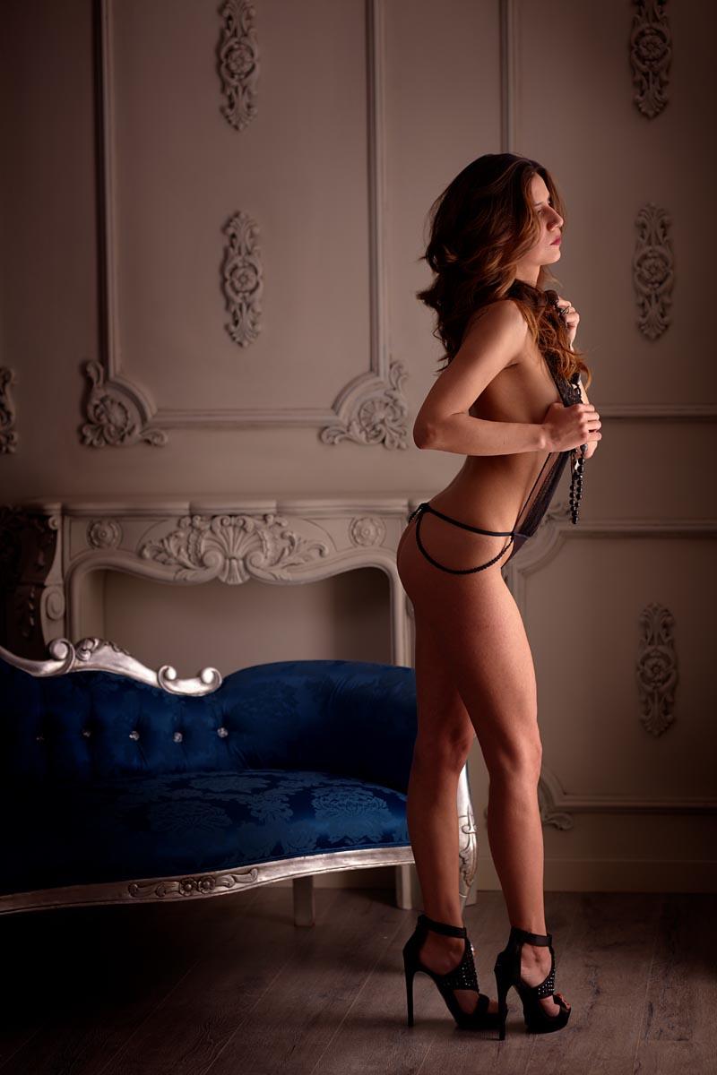 sesion sensual elegante en lenceria boudoir Madrid